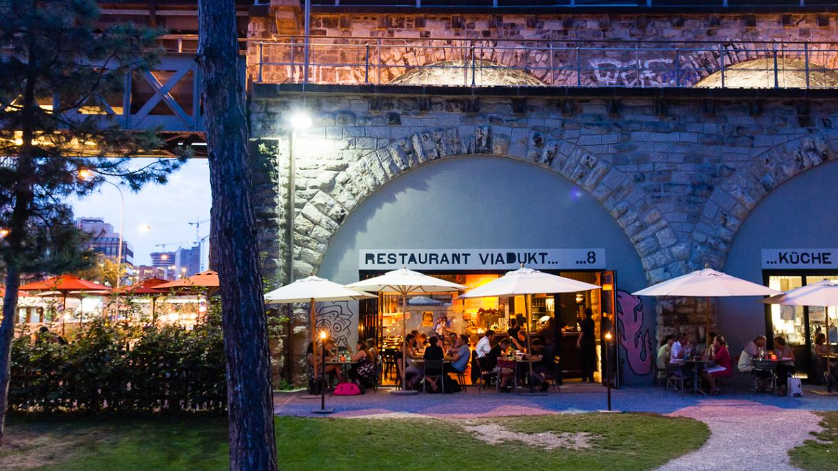 Restaurant Viadukt by Night Zurich