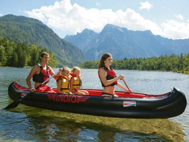 Canoeing with the equipment of Kuster Sport Schmerikon