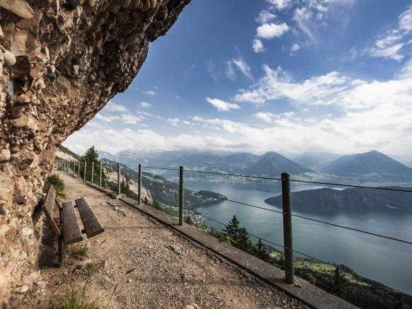 Discover the 120 km long hiking trail network