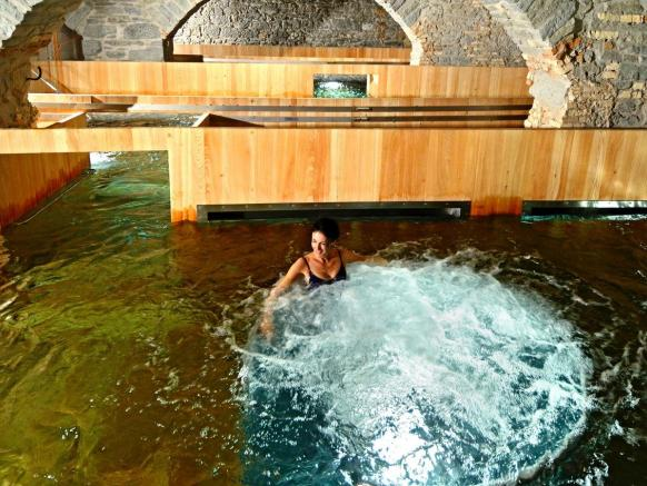 Bathing at the Thermalbad & Spa Zurich amid the century-old stone vaults of the former brewery