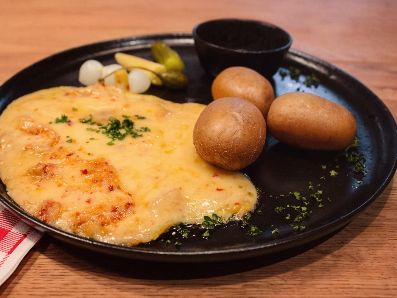 traditional Swiss Raclette cheese meets both modernity and tradition
