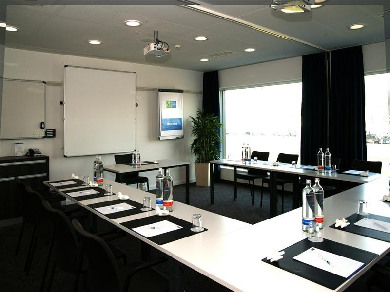 Conference Room Hotel Holiday Inn Express Zürich Airport